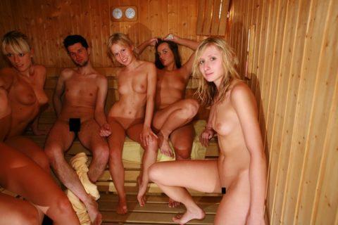 海外の混浴サウナが美女のオマンコ天国な件(画像31枚)・4枚目