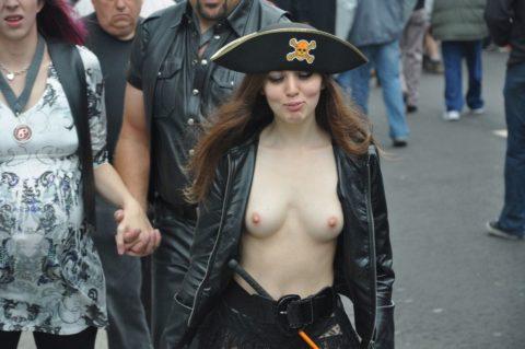 【勃起不可避】海外の裸族さんたちをご覧ください(画像35枚)・3枚目