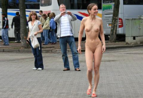 【勃起不可避】海外の裸族さんたちをご覧ください(画像35枚)・31枚目