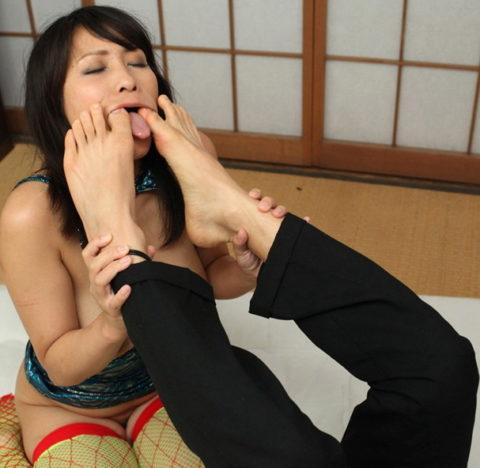 【足舐め】性奴隷に墜ちた女たち・・・(画像36枚)・35枚目