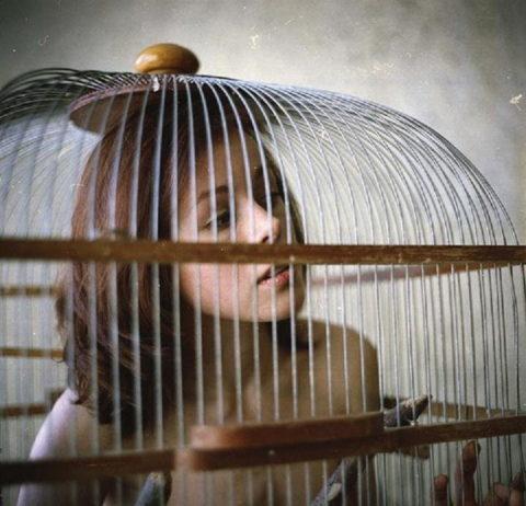 【調教中】鳥かごで飼育されてる性奴隷たちの画像集(25枚)・6枚目