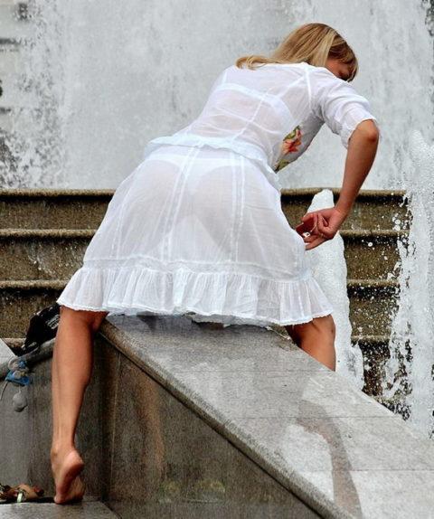シースルーファッションで街中を歩く半露出狂の女性たち(画像40枚)・10枚目