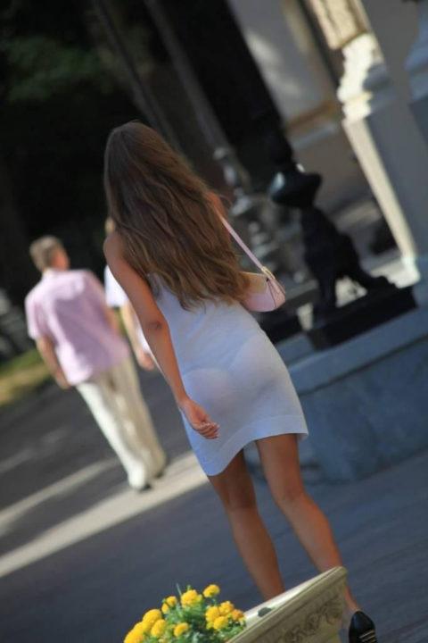 シースルーファッションで街中を歩く半露出狂の女性たち(画像40枚)・12枚目