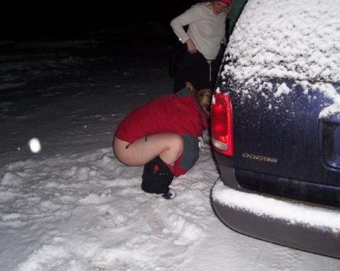 【野外放尿】雪の上でオシッコしたらこうなるwwwwwwwww(画像25枚)・13枚目