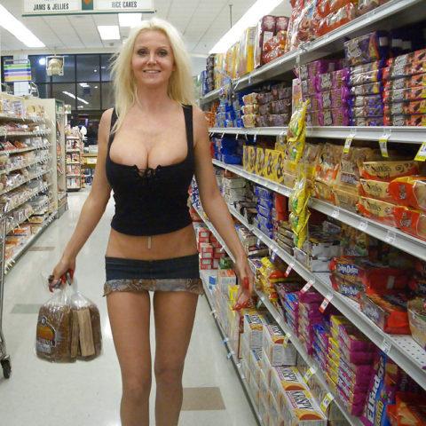 【海外】スーパーで挑発してくるエロ美女が多すぎて買い物に集中できんわ!!!(画像35枚)・15枚目