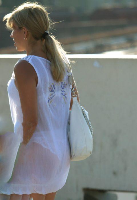 シースルーファッションで街中を歩く半露出狂の女性たち(画像40枚)・15枚目