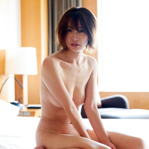 【山崎真実】乳首チラ見せあり!三十路の熟れたからだがたまらないグラビア画像集(37枚)・17枚目