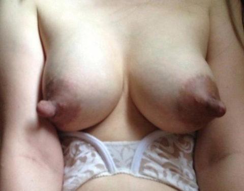 萎える?逆に萌える?ガッカリ乳首・乳輪の女の子たち(画像36枚)・18枚目