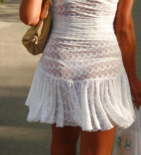 シースルーファッションで街中を歩く半露出狂の女性たち(画像40枚)・18枚目