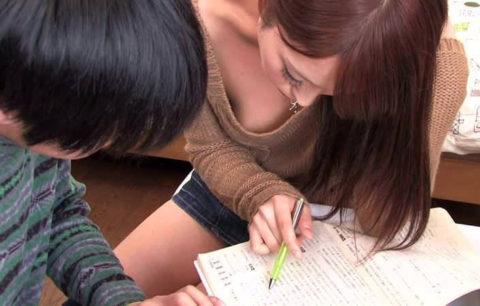 家庭教師の胸チラが気になって勉強に集中できない設定のAVエロ画像集(39枚)・18枚目