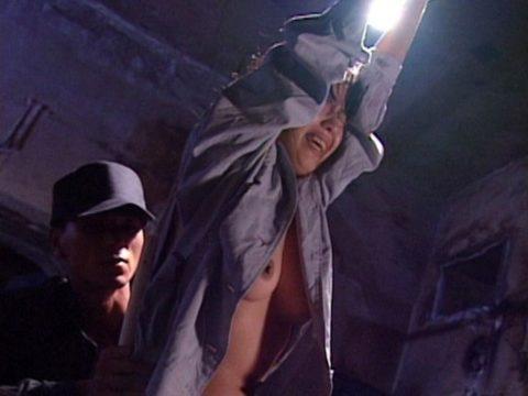 女子刑務所で酷いイジメや拷問を受けてる囚人のエロ画像集(40枚)・2枚目