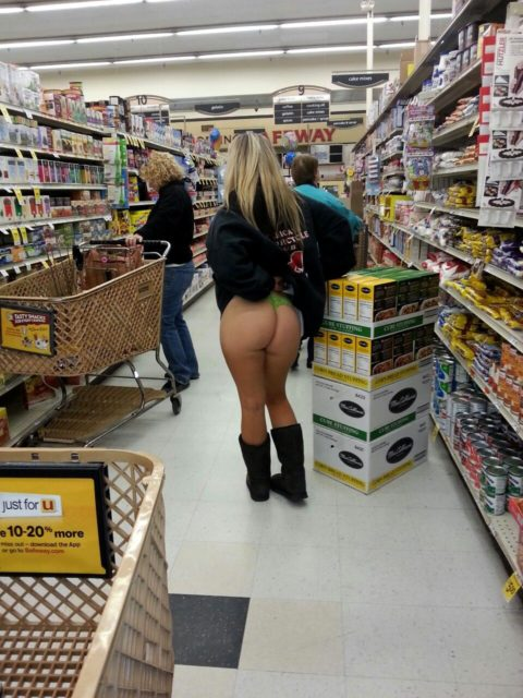 【海外】スーパーで挑発してくるエロ美女が多すぎて買い物に集中できんわ!!!(画像35枚)・20枚目