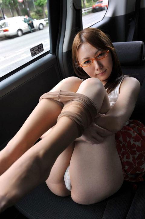 パンスト脱ぎ掛け女子のエロさが半端ない・・・・・(画像37枚)・20枚目