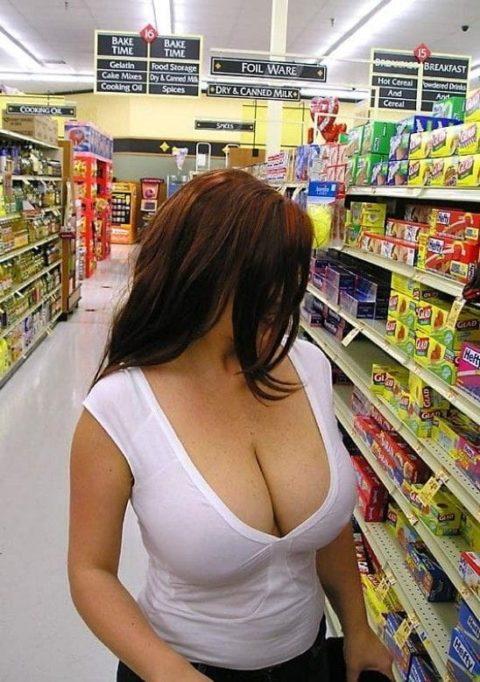 【海外】スーパーで挑発してくるエロ美女が多すぎて買い物に集中できんわ!!!(画像35枚)・21枚目