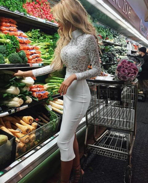 【海外】スーパーで挑発してくるエロ美女が多すぎて買い物に集中できんわ!!!(画像35枚)・22枚目