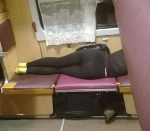 海外の寝台列車内がエロ過ぎてオカズに困らない件・・・(画像35枚)・23枚目