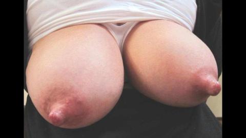 萎える?逆に萌える?ガッカリ乳首・乳輪の女の子たち(画像36枚)・24枚目
