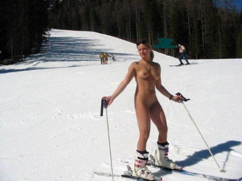 【GIFあり】スキー場に現れたツワモノな露出狂美女たち(画像34枚)・21枚目