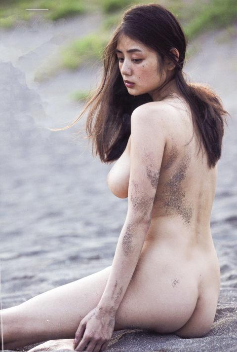 【片山萌美】脱ぎっぷりが凄いGカップ女優のAV寸前の濡れ場・ヌード画像集(38枚)・25枚目