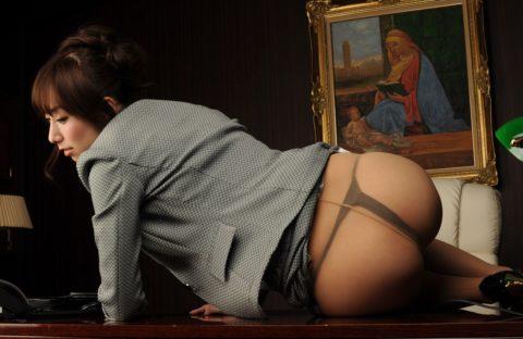 後ろから引き裂いてやりたくなる黒パンスト美女のケツエロ画像集(36枚)・25枚目