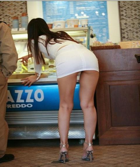 【海外】スーパーで挑発してくるエロ美女が多すぎて買い物に集中できんわ!!!(画像35枚)・27枚目