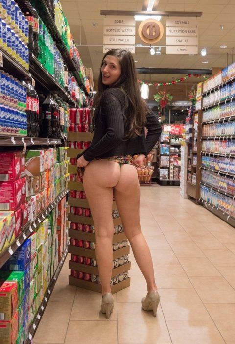 【海外】スーパーで挑発してくるエロ美女が多すぎて買い物に集中できんわ!!!(画像35枚)・28枚目