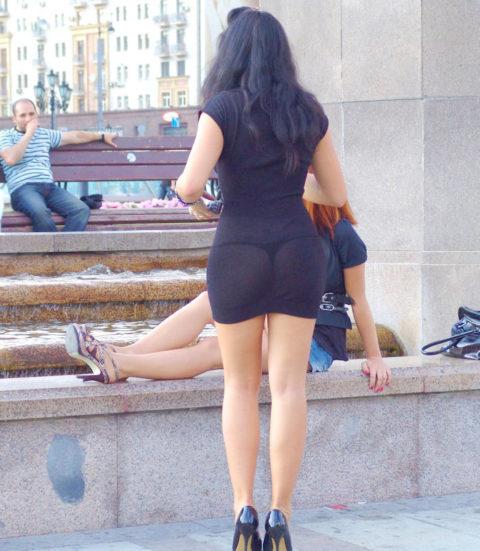 シースルーファッションで街中を歩く半露出狂の女性たち(画像40枚)・28枚目