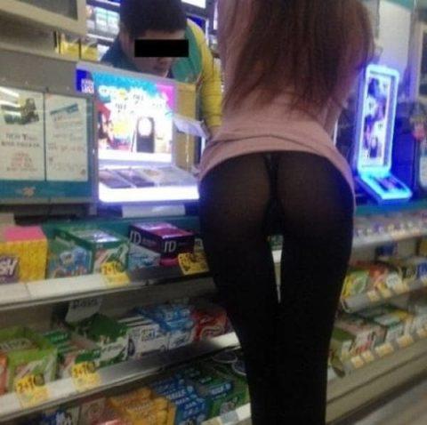 【海外】スーパーで挑発してくるエロ美女が多すぎて買い物に集中できんわ!!!(画像35枚)・29枚目