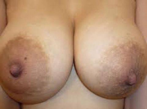 萎える?逆に萌える?ガッカリ乳首・乳輪の女の子たち(画像36枚)・29枚目
