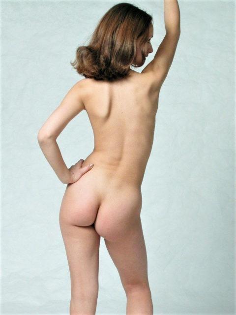 シリコンってない外人の小さめ美尻のエロ画像集(36枚)・3枚目