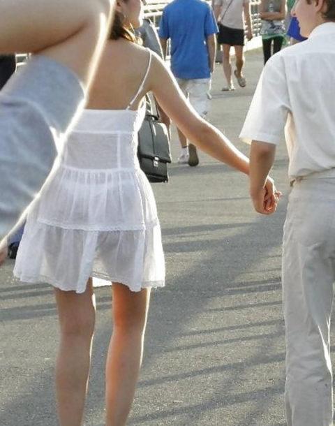 シースルーファッションで街中を歩く半露出狂の女性たち(画像40枚)・30枚目