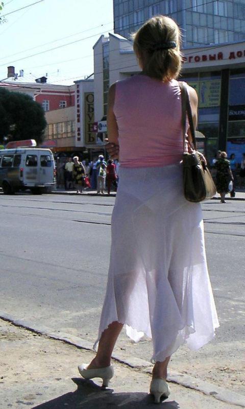 シースルーファッションで街中を歩く半露出狂の女性たち(画像40枚)・31枚目