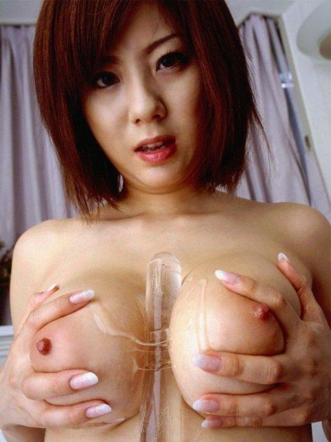 オナニーが捗る巨乳女子の疑似パイズリエロ画像集(32枚)・31枚目