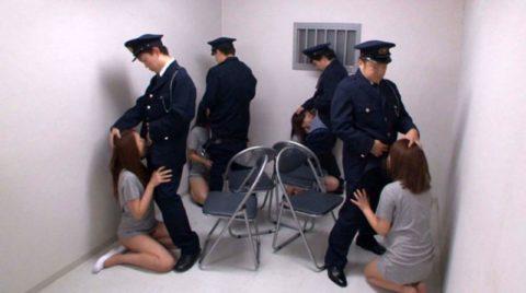 女子刑務所で酷いイジメや拷問を受けてる囚人のエロ画像集(40枚)・32枚目