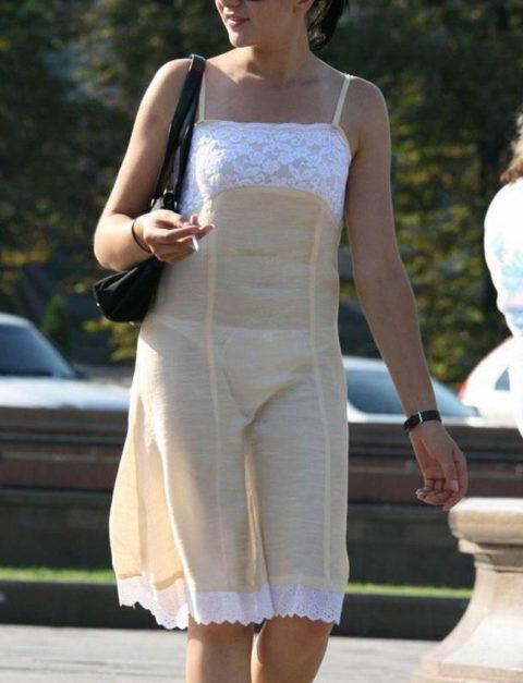 シースルーファッションで街中を歩く半露出狂の女性たち(画像40枚)・32枚目