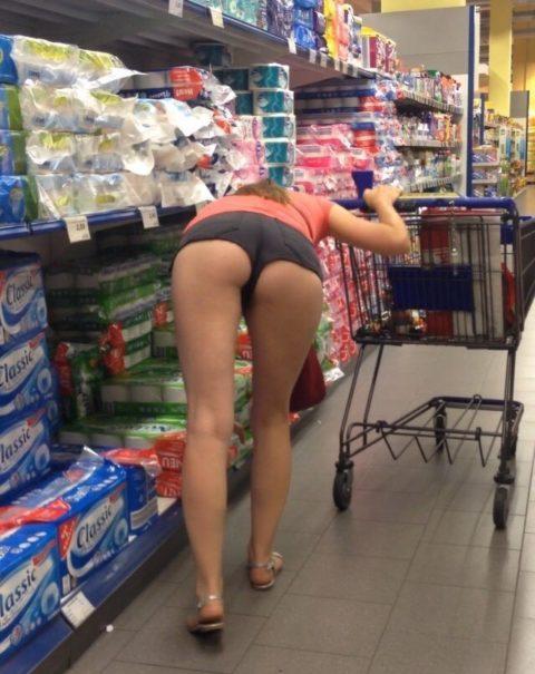 【海外】スーパーで挑発してくるエロ美女が多すぎて買い物に集中できんわ!!!(画像35枚)・33枚目