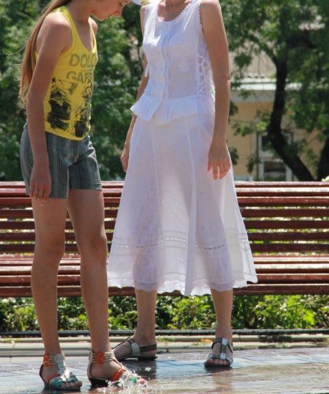 シースルーファッションで街中を歩く半露出狂の女性たち(画像40枚)・34枚目