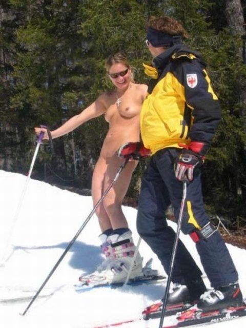 【GIFあり】スキー場に現れたツワモノな露出狂美女たち(画像34枚)・31枚目