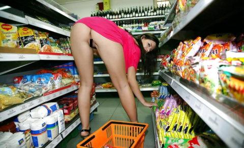 【海外】スーパーで挑発してくるエロ美女が多すぎて買い物に集中できんわ!!!(画像35枚)・35枚目