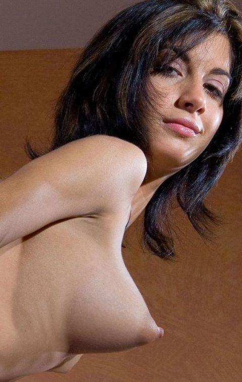 萎える?逆に萌える?ガッカリ乳首・乳輪の女の子たち(画像36枚)・34枚目
