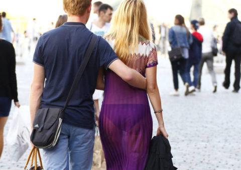 シースルーファッションで街中を歩く半露出狂の女性たち(画像40枚)・36枚目
