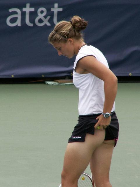 アンスコでも十分抜ける女子テニス選手のパンチラ・マンスジ画像集(38枚)・37枚目