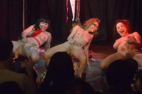 【日本人あり】ストリップやまな板ショーのエロ画像集(36枚)・4枚目