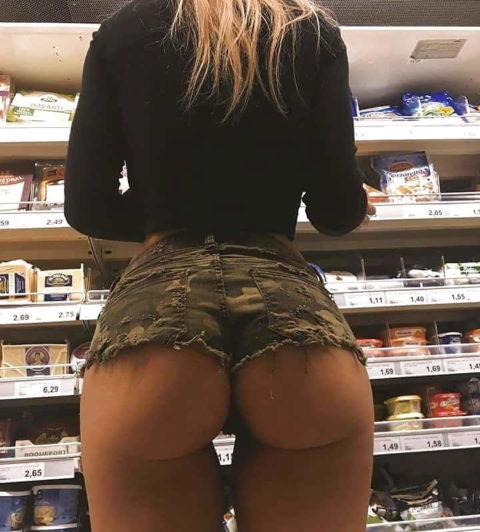 【海外】スーパーで挑発してくるエロ美女が多すぎて買い物に集中できんわ!!!(画像35枚)・7枚目