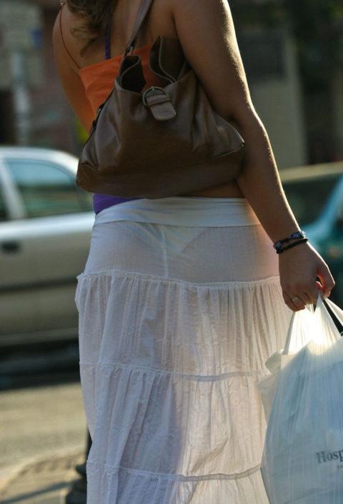 シースルーファッションで街中を歩く半露出狂の女性たち(画像40枚)・8枚目