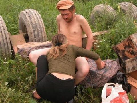 世界のガチホームレスさん、セックスは当然のように外だった。。(画像あり)