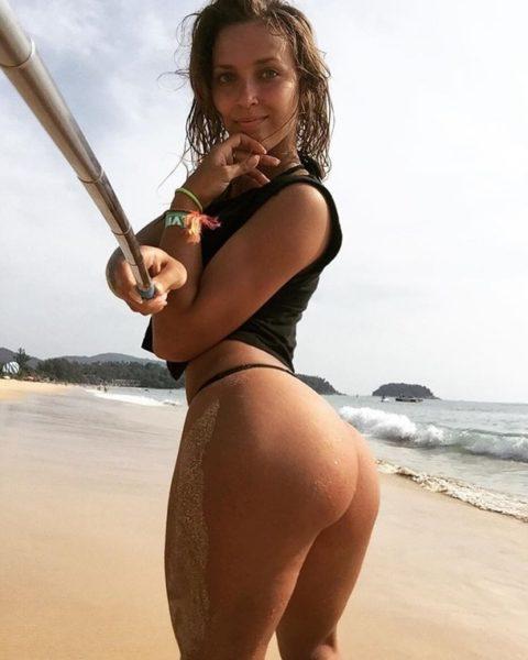 自撮り棒で自らリベンジポルノを製造する海外女子のエロ画像集(32枚)・9枚目