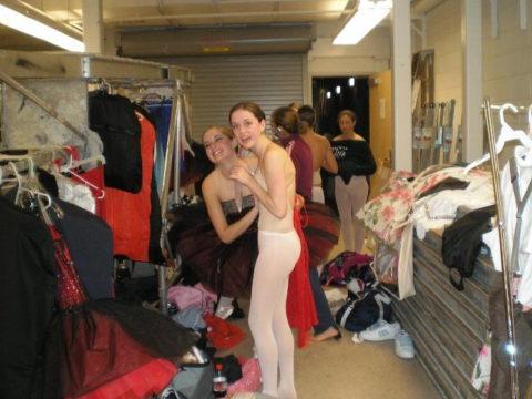 【画像】舞台ダンサーの楽屋、生着替えパラダイスでエロ過ぎ。(31枚)・13枚目