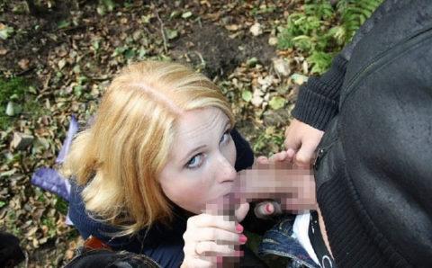 海外ポルノまんさんの2本同時フェラ、もう人間として見れない・・・(40枚)・2枚目
