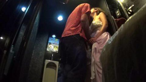 【有能】No1キャバ嬢がトイレで行っている枕営業が撮影されるwwwwwww(画像あり)・20枚目